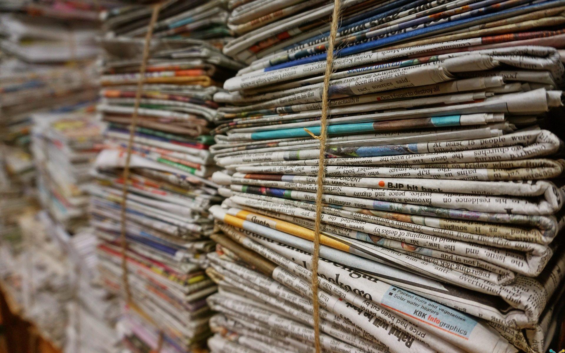 Bild von Zeitungsstapeln